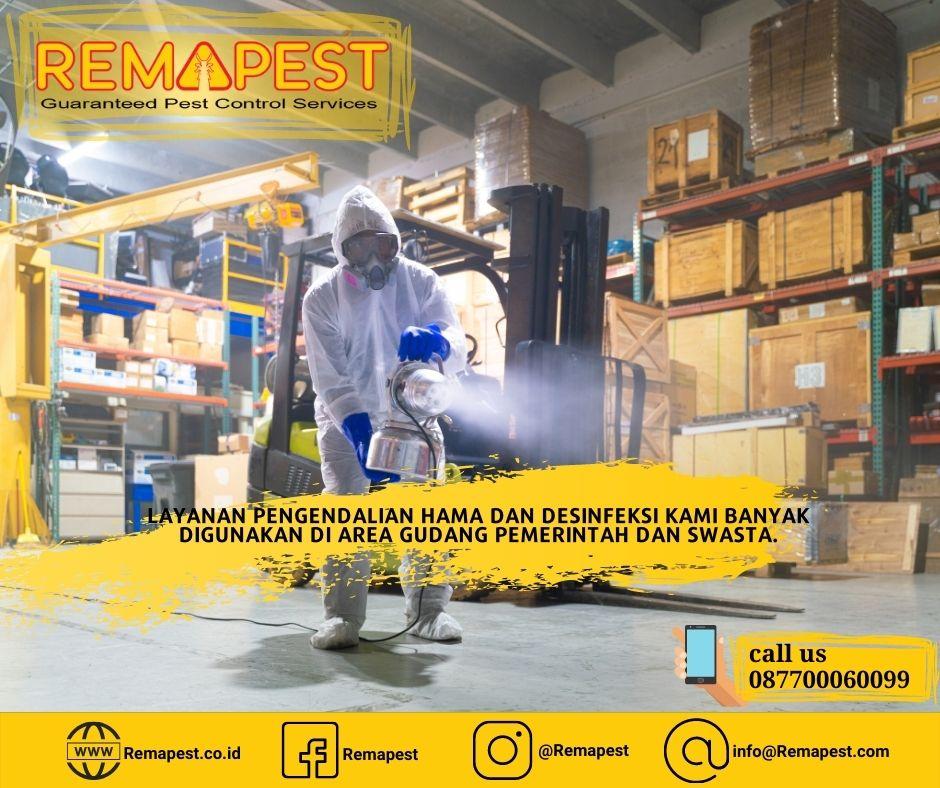 Desinfektan ruangan gudang di Perusahaan Logistik